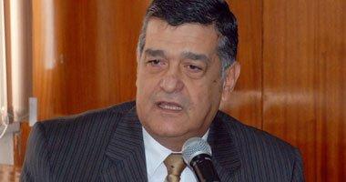 الدكتور نبيل أحمد حلمى