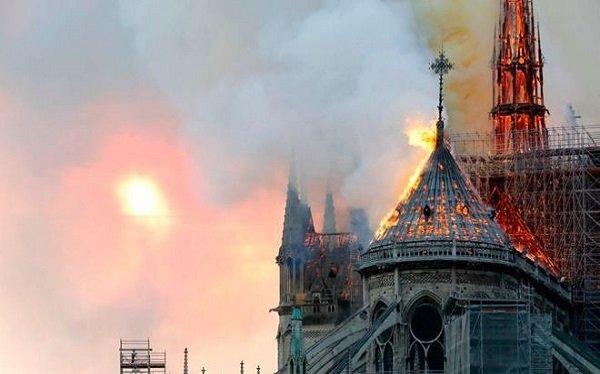 """""""القومي لحقوق الإنسان"""" يعرب عن بالغ الأسى لحريق كنيسة نوتردام - فرنسا"""
